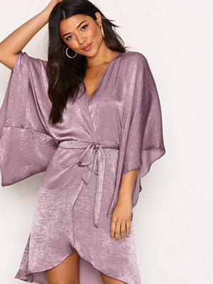 NLY One Wrap Kimono Midi Dress Lila
