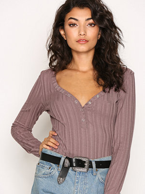 NLY Trend Sweetheart Button Top Dark Rose
