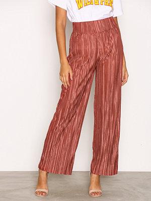 NLY Trend mörkröda byxor Pleated Wide Pants Mahogany