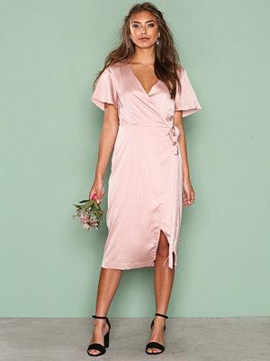 NLY Trend Midi Wrap Dress Rosa