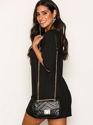 NLY Accessories gul axelväska Quilted Chain Bag Svart