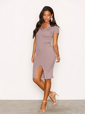 Festklänningar - NLY One Deep Plunge Rib Dress Taupe