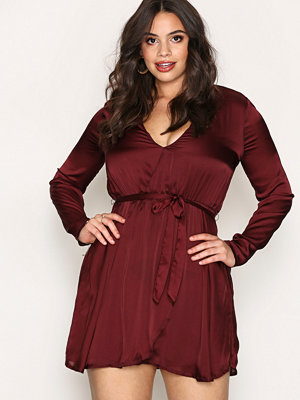 NLY Trend Satin Wrapped Dress Burgundy