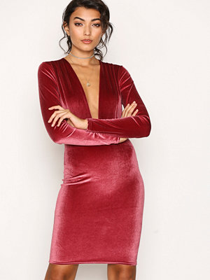 NLY Trend V Drop Velvet Dress Fuchsia