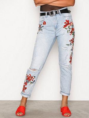 Topshop MOTO Flower Embroidered Mom Jeans Bleach Acid Wash