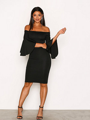 NLY One Trumpet Sleeve Dress Svart