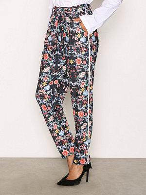 NLY Trend mönstrade byxor Printed Stripe Pants Flowers
