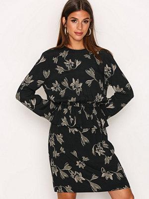 Y.a.s Yaslily 7/8 Dress Svart