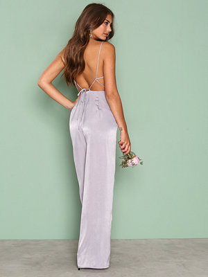 NLY Trend Open Back Jumpsuit Grå