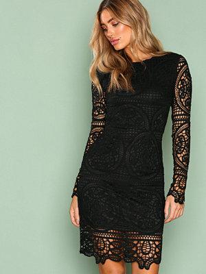NLY Trend Crochet Midi Dress Svart
