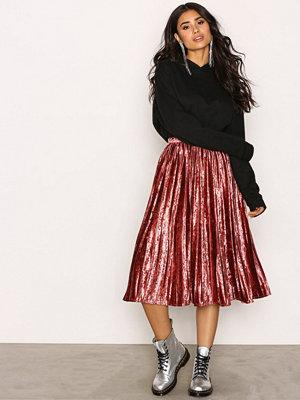 True Decadence Pleated Velvet Skirt Raspberry