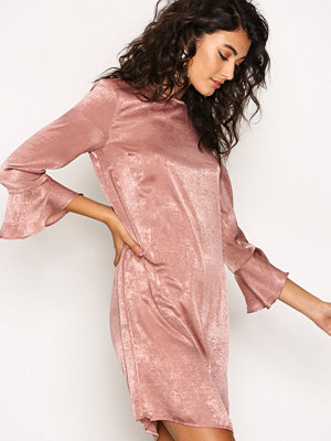 NLY Trend All About The Sleeve Dress Ljus Rosa