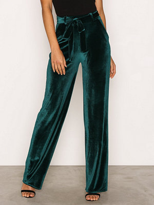 NLY Trend omönstrade byxor Wide Dressed Velvet Pants Dark Green
