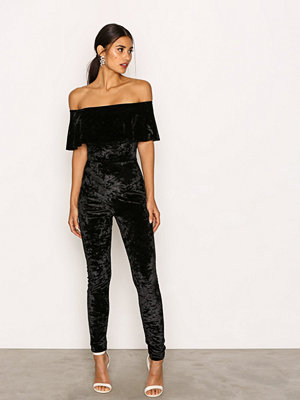 Jumpsuits & playsuits - NLY One Frill Velvet Jumpsuit Svart