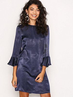 NLY Trend All About The Sleeve Dress Mörk Blå