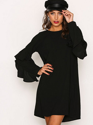 NLY Trend Ruffle Sleeve Dress Svart