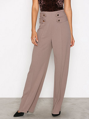 NLY One omönstrade byxor Gold Button Pant Taupe