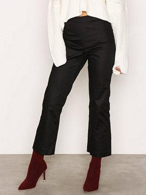 NLY Trend svarta byxor Essential pants Svart