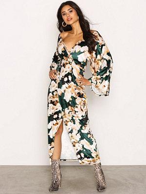 NLY Trend Velvet Kimono Dress Mönstrad