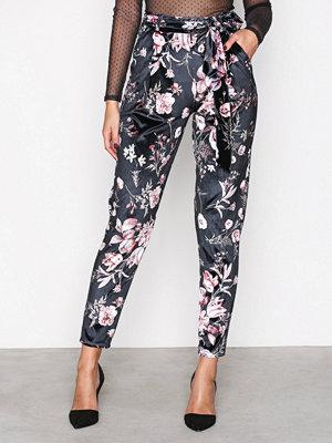 NLY Trend mönstrade byxor Printed Velvet Pants Mönstrad