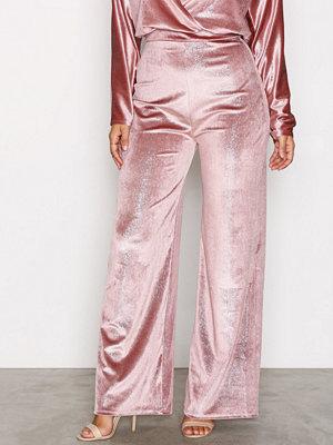 NLY One gammelrosa byxor Shimmer Velvet Pant Rosa