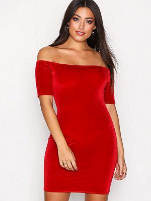 NLY One Short Sleeve Velvet Dress Röd