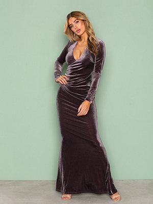 NLY Eve Velvet Mermaid Gown Grå