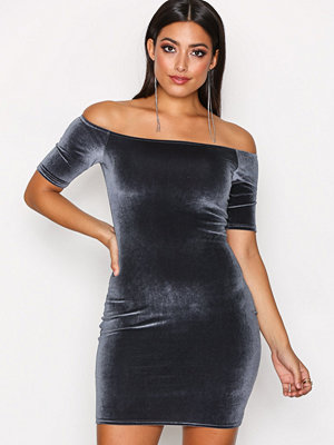 NLY One Short Sleeve Velvet Dress Grå