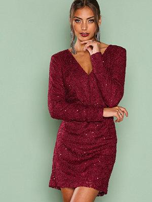 NLY Trend Sparkly V Neck Dress Burgundy