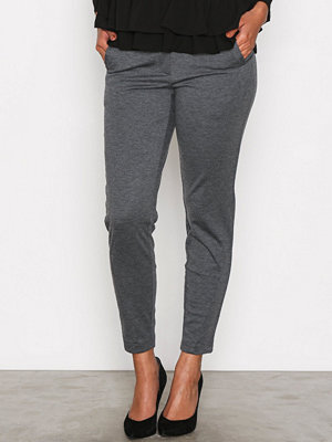 Vero Moda grå byxor Vmvictoria Nw Antifit Ank Jrs Pants Dark Grey Melange
