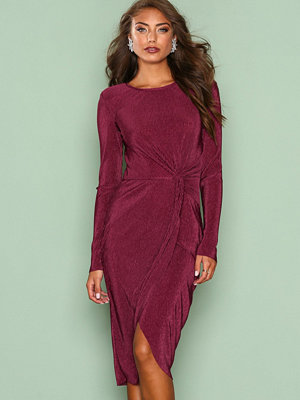 NLY Eve Padded Pleated Dress Burgundy