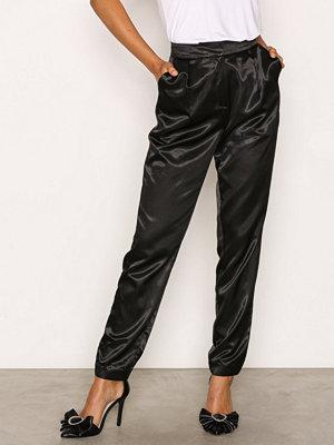 NLY Trend svarta byxor Dress You Up Pants Svart