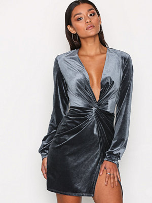 NLY One Thigh Slit Oversize Dress Grå