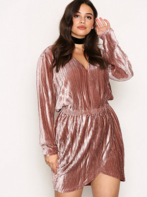 NLY Trend The It Velvet Dress Ljus Rosa