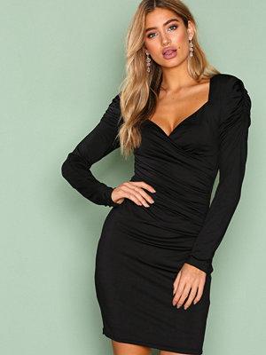 NLY Trend Shoulder Drape Dress Svart