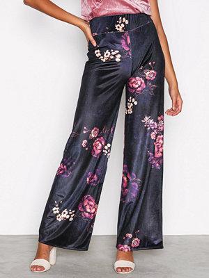 NLY Trend mönstrade byxor Wide Velvet Set Pants Mönstrad
