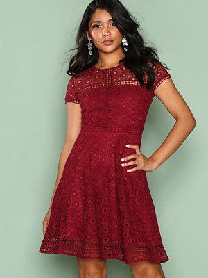 NLY Trend Graduation Dress Burgundy