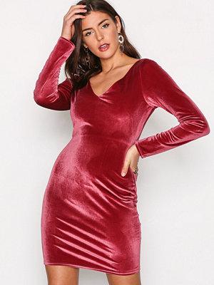 NLY Trend Flirty Velvet Dress Fuchsia
