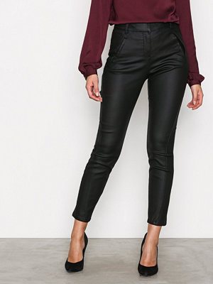 Vero Moda svarta byxor Vmvictoria Nw Antifit Coated Pants