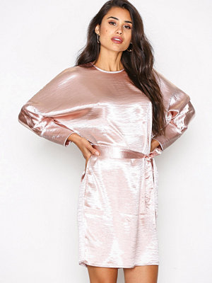 NLY Trend Long Sleeve Satin Dress Ljus Rosa