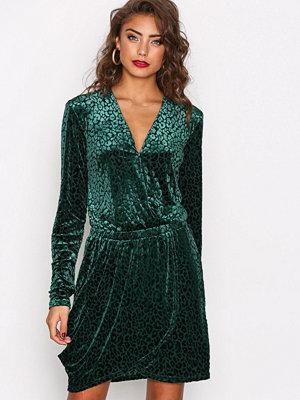 NLY Trend The It Leopard Dress Grön