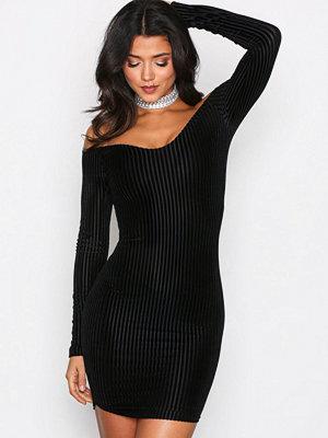 NLY One Stripe Velvet Dress Svart