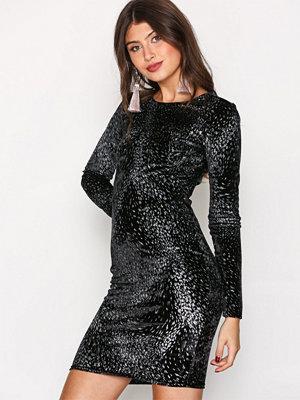 NLY Trend Formation Mini Dress Svart