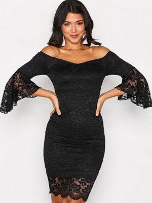 NLY One Off Shoulder Lace Dress Svart