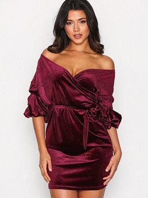 NLY One Puff Sleeve Velvet Dress Burgundy
