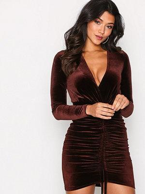 NLY One Drawstring Velvet Dress Brun