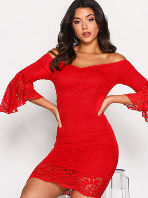 NLY One Off Shoulder Lace Dress Röd