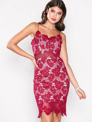 Love Triangle Dream Knee Length Dress Raspberry