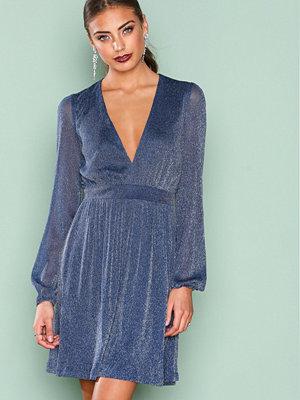 NLY Trend Shimmery Mesh Dress Mörk Blå