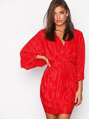 NLY Trend Knot Pleat Kimono Dress Röd